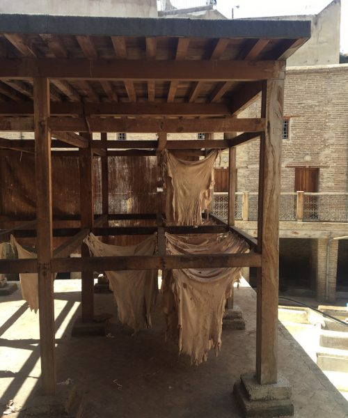 leather-craft-morocco-vegetable-dye-studio-unseens-tannery-baths-drying